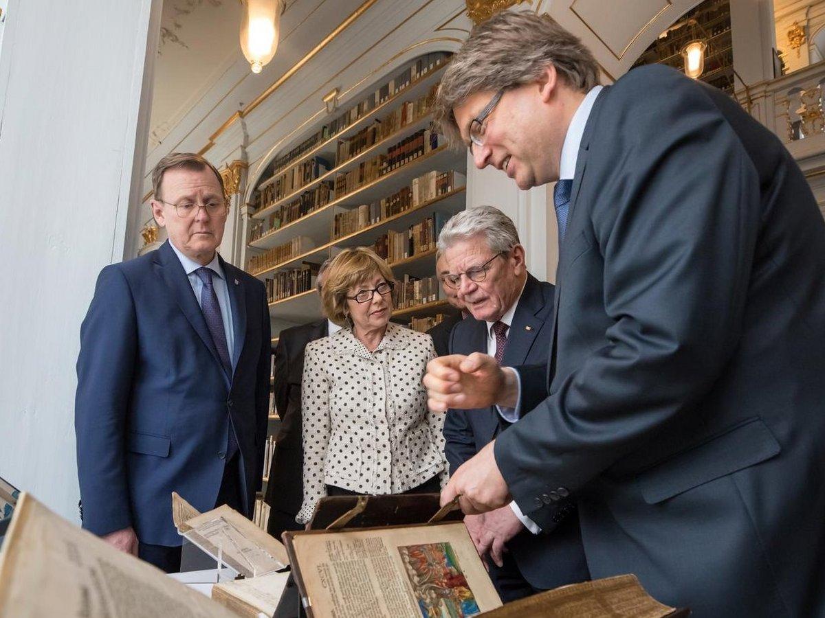 Bundespräsident Joachim Gauck bei seinem Besuch in der Herzogin Anna Amalia Bibliothek in Weimar