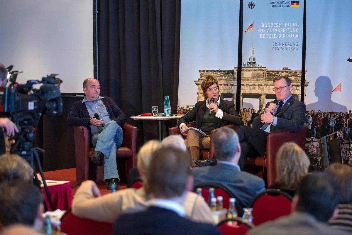 Der Thüringer Ministerpräsident Bodo Ramelow (re.) und der Vorstandsvorsitzenden der Bundesstiftung Aufarbeitung, Rainer Eppelmann (li)