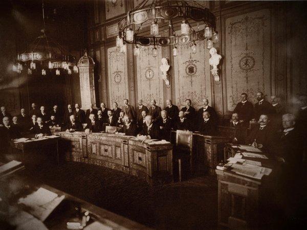 Ein sehr altes Bild des Thüringer Volksrats.