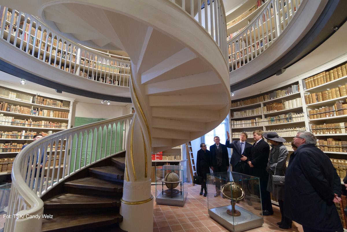 Der Ministerpräsident Bodo Ramelow in der Anna Amalien Bibliothek.