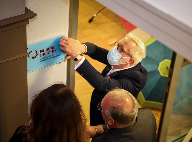 Kulturminister Hoff beim Besuch der Stadt- und Kreisbibliothek Sömmerda
